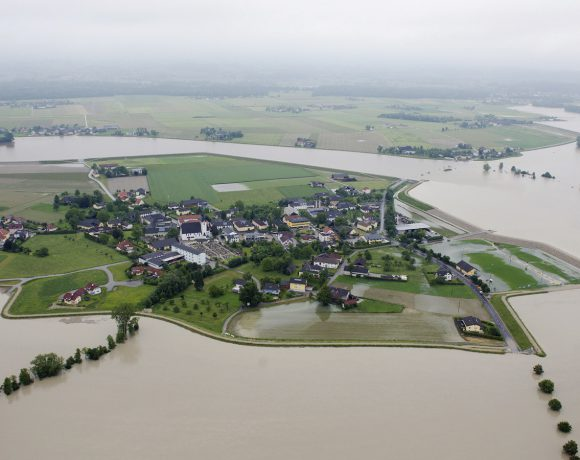 Hydrological development in floodplains